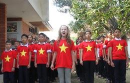 Đại sứ nhỏ tuổi làng trẻ SOS hát quốc ca Việt Nam