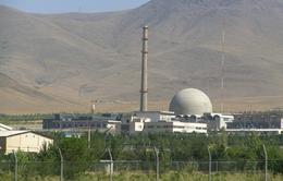 Iran dỡ bỏ lõi của lò phản ứng hạt nhân nước nặng Arak