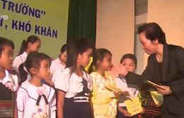 """Phó Chủ tịch nước trao 150 học bổng """"Cùng em đến trường"""" tại Phú Yên"""