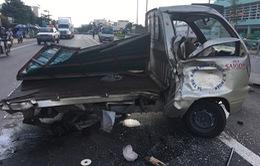 """Bình Thuận: Xe tải tông xe chở bia """"bay"""" qua dải phân cách"""