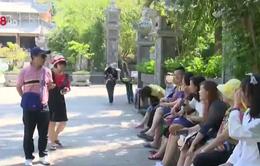 """Bùng phát hướng dẫn viên du lịch """"chui"""" ở Khánh Hòa"""