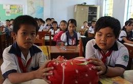 Trà Vinh: Lan rộng phong trào nuôi heo đất tiếp sức trẻ em nghèo Khmer đến trường