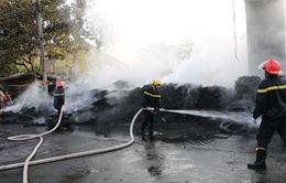 An Giang: Cháy kho, hàng trăm tấn phế liệu bị thiêu rụi