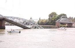 Bắt chủ tàu kéo sà lan đâm sập cầu Ghềnh