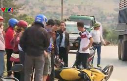 Ô tô đâm trực diện xe máy, một người nguy kịch