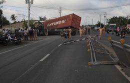 Tai nạn làm 17 người thương vong: Do xe container lấn lề, đâm vào xe khách