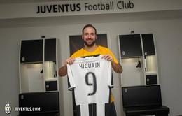 """Real Madrid """"thơm lây"""" từ vụ Higuain sang Juventus"""