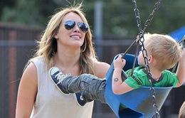 Hilary Duff muốn con tránh xa hào quang của sự nổi tiếng