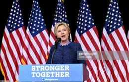 Bà Hillary Clinton chỉ trích quyết định điều tra của FBI