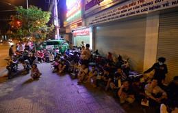 Sự kiện nóng trong tuần: Xếp hàng dài trong đêm chờ tiêm vaccine cho con