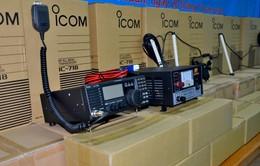 Bến Tre: Hỗ trợ thiết bị thông tin liên lạc, giúp các chủ tàu cá vươn khơi bám biển