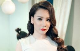 Hồ Quỳnh Hương ngại xem lại hình ảnh của mình