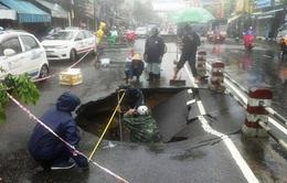 """Hố """"tử thần"""" bất thường xuất hiện trên phố Nha Trang"""