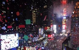 Hòa mình vào lễ hội thả hoa giấy chào năm mới ở New York