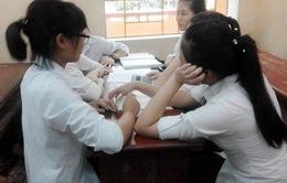 Học sinh lớp 9 ôn thi căng thẳng, phụ huynh lo lắng