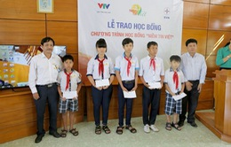 """""""Niềm tin Việt"""" đến miền Trung, đồng hành cùng trẻ em nghèo vượt khó"""