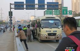 Hà Nội: Xe khách ngang nhiên đón trả khách trên đường Vành đai 3