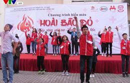 """Hàng ngàn sinh viên tham gia chương trình hiến máu nhân đạo """"Hoài bão đỏ"""""""