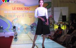 Nhiều người mẫu khoe sắc trong đêm trình diễn thời trang Việt
