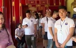 Đoàn thanh niên kiều bào tham quan Cố đô Huế
