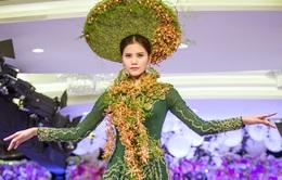 Quán quân Vietnam's Next Top Model 2015 duyên dáng với áo dài kết hoa