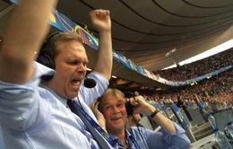 """EURO 2016: BLV Iceland """"mừng phát điên"""" trên khán đài bị sa thải"""