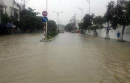 Đường phố Nha Trang lại tê liệt do ngập sâu