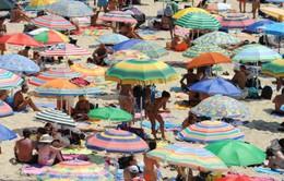 """Tắm biển ở Italy: """"Không có nắng sẽ hoàn lại tiền"""""""