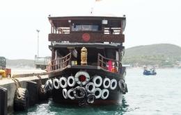 Khánh Hòa: Va chạm liên tiếp, một tàu du lịch bị chìm