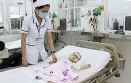 Bệnh viện quá tải vì trẻ mắc tay chân miệng tăng đột biến tại TP.HCM