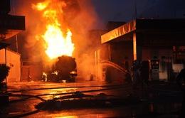 Vụ cháy xe bồn chở xăng ở Quảng Ninh: Do tàn lửa đốt vàng mã