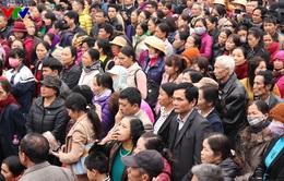 Du khách nhộn nhịp trẩy hội Lim vùng Kinh Bắc ngày đầu năm mới