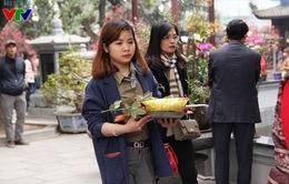 Giới trẻ Hà thành nô nức tới chùa Hà cầu duyên đầu năm mới