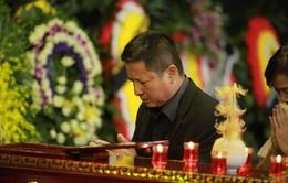 Rơi nước mắt với hình ảnh trong đám tang Phạm Bằng