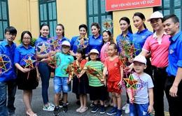 Quỹ Tấm lòng Việt chia sẻ yêu thương mùa Trung thu tới các em nhỏ Bệnh viện Việt Đức