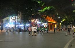 Ngày đầu tiên trên phố đi bộ quanh hồ Hoàn Kiếm