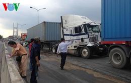 5 ô tô húc nhau trên cầu Phú Mỹ (TP.HCM), 1 người thiệt mạng