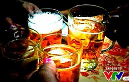 Uống rượu bia vô tội vạ, coi chừng những bệnh này