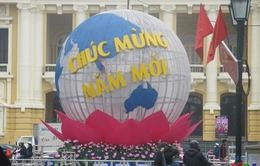 Đường phố Hà Nội rực rỡ đón chào năm mới