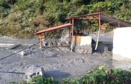 Vỡ bể chứa thải ở Cao Bằng; bùn thải chì, kẽm ồng ộc tràn xuống sông Gâm