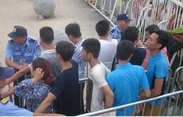 NHM chen lấn, phe vé tung hoành trong ngày bán vé Việt Nam - Man City