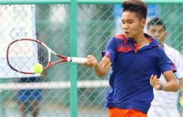 Vái lạy trong tài, một VĐV quần vợt bị cảnh cáo