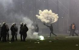 Ảnh: CĐV nổi loạn, trận derby giữa Panathinaikos và Olympiacos bị hủy