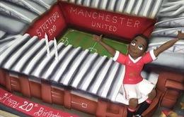 Martial được vợ tặng bánh sinh nhật đặc biệt