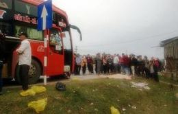 Hai vợ chồng tử nạn sát Tết khi đang sang đường đổ xăng