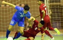 Futsal Việt Nam cầm hòa Uzbekistan, HAGL chỉ mơ trụ hạng