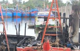 Cháy rụi 3 tàu cá ngày đưa ông Táo về trời