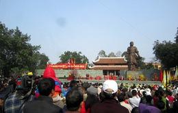 """Chen chân xem cảnh """"vua Quang Trung đánh thắng giặc"""" ở lễ hội Gò Đống Đa"""