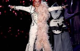 VIDEO: Lady Gaga trút bầu máu nóng trong màn tôn vinh Bowie tại Grammy 2016