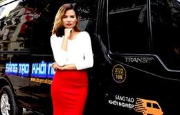 'Sang chảnh' trên VTV: MC lái Limousine, biến siêu xe thành 'trường quay di động'